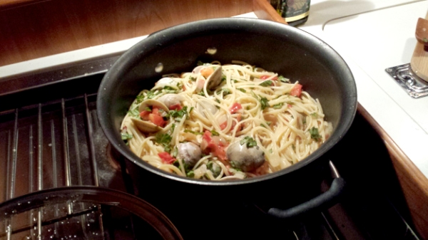 clam linguini in the pot