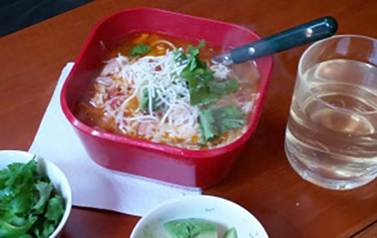sopa de pollo close