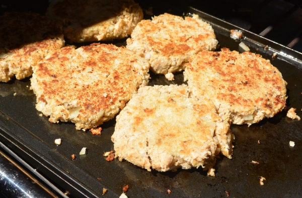frying salmon patties